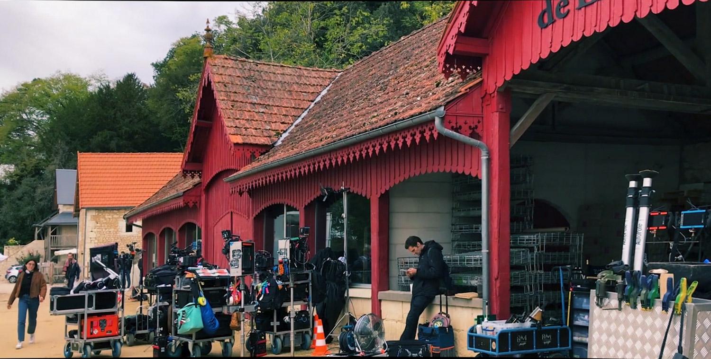 MO-EmilyinParis tournage 7 recadrée